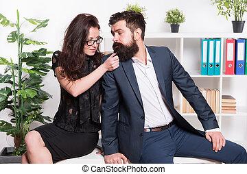 Mennyi az esélye, hogy a férfi a munkahelyén flörtöl? - Kapcsolat | Femina