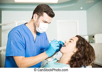 fogászati, klinika, fogász, bánásmód, női, felfogó