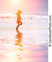futás, tengerpart, gyermek