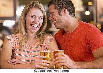 girlfriends's, fiatalember, fül, övé, pletyka, bár