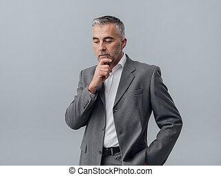 gondolkodó, üzletember, áll, kéz