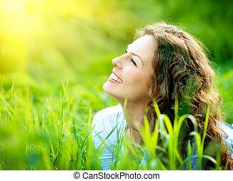 gyönyörű, élvez, nő, természet, fiatal, outdoors.