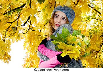 gyönyörű, ősz, nő, liget, fiatal