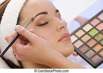 gyönyörű, alkalmazott, nő, kiegészít, kozmetikus, ásványvízforrás, birtoklás