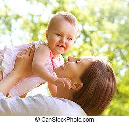 gyönyörű csecsemő, outdoors., anya természet