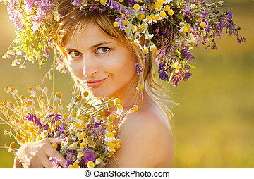 gyönyörű, fárasztó, nő, koszorú, fiatal, vad, portré, menstruáció
