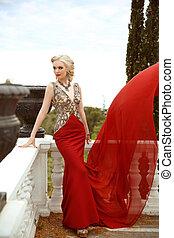 gyönyörű, fabric., nő, külső, fénykép, repülés, hullámzás, finom, park., mód, feltevő, hableány, nagyszerű, szexi, formál, ruha, piros, erkély