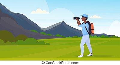 gyönyörű, fogalom, természetjárás, lakás, át, utazó, táj, hátizsák, amerikai, látszó, hegyek, tele, természetjáró, természet, ábra, távcső, háttér, horizontális, túrázik, kiránduló, hosszúság, vektor, afrikai