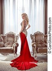 gyönyörű, interior., nő, mód, kiképez, modern, két, hosszú, finom, ablak, lady., feltevő, szőke, között, elülső, karosszék, formál, ruha, piros