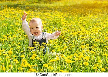 gyönyörű, kevés, kaszáló, természet, ülés, liget, sárga, pitypangok, zöld, csecsemő lány, menstruáció, boldog