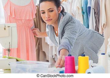 gyönyörű, mód, rögzítő, ruha, tervező