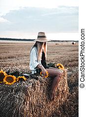 gyönyörű, nyár, nő, fiatal, mező
