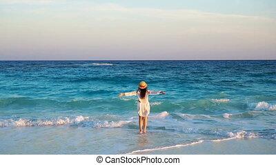 gyönyörű, nyár, nő, lassú, élvez, hát, ünnepek, indítvány, tengerpart., tenger, fehér, kilátás, kalap, leány, boldog