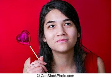 gyönyörű, tízenéves kor, balloon, szív, biracial, fiatal, birtok, smilin, leány