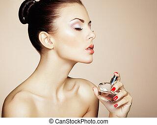 gyönyörű, teljes, nő, alkat, fiatal, palack, perfume.