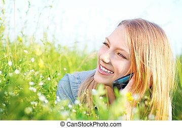 gyönyörű, tizenéves, beszéd, telefon, szabadban, leány