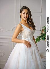 gyönyörű woman, fiatal, műterem, esküvő öltözködik