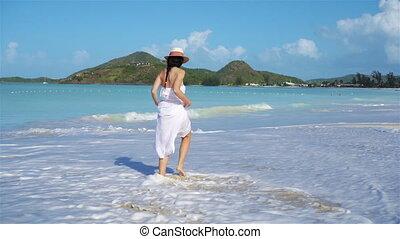 gyönyörű woman, fiatal, tropikus, homok, tengerpart., fehér