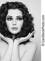gyönyörű woman, göndör, egészséges, fiatal, hosszú szőr, fekete, portré, fehér