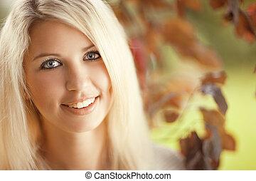 gyönyörű woman, kert, fiatal