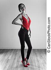 gyönyörű woman, műterem, feltevő, szexi, formál, ruha, piros