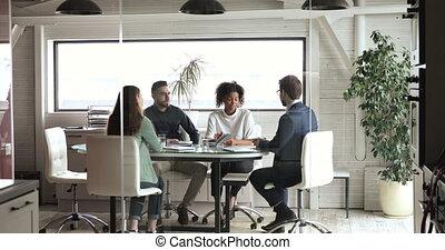 gyűlés, társ, vagy, elintéző, colleagues, különböző, modern, kézfogás, szoba