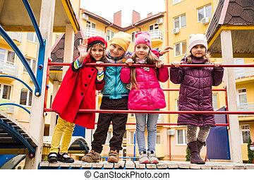 gyalogló, gyerekek, csoport, játszótér