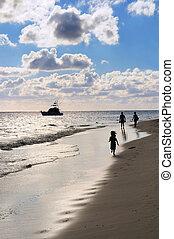 gyalogló, tengerpart, család