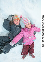 gyerekek, fekvő, hó