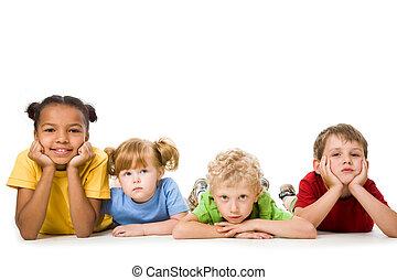 gyerekek, fekvő