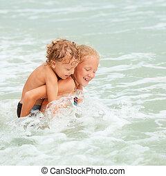 gyerekek, tengerpart, játék, boldog