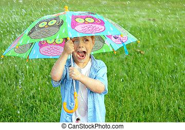 gyermek, esernyő, megrohamoz, eső, kelepce