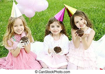 gyermekek, születésnapi parti, szabadban