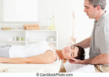 hátgerincmasszázzsal gyógyító, nő, bájos, kifeszítő