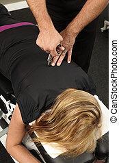 hátgerincmasszázzsal gyógyító