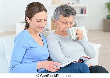 hölgy, felolvasás, öreg