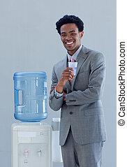 hűtőtáska, üzletember, víz, hivatal, ivás