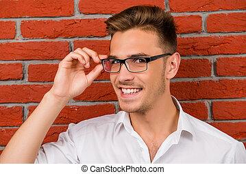 hajszálnyi, szemüveg, birtok, jelentékeny, övé, ember