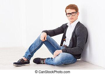 handsome., alkalomszerűen, emelet, ülés, young külső, időz, fényképezőgép bábu, jelentékeny, szemüveg