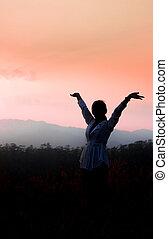 hegy, nő, fegyver, magabiztos, alatt, erős, nyílik, napkelte