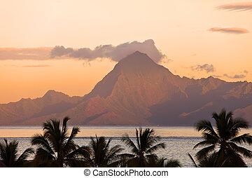 hegyi kilátás, polynesia., tahiti., orohena, sunset.
