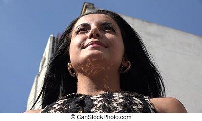 hispanic woman, young felnőtt
