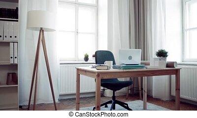 hivatal belső, otthon, laptop., íróasztal