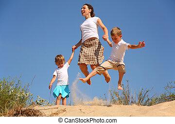 homok, ugrás, gyerekek, anya