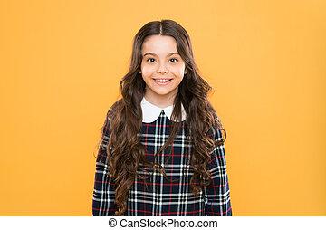 hosszú, boldog, expression., uniform., concept., tarka, diáklány, érzelmi, hair., happy., leány, kölyök, gyermek, dress., gyerekek, ízléses, gyermekkor, portrait., elegáns, mosolygós, érzelmek, kicsi, igazságos, lélektan, göndör