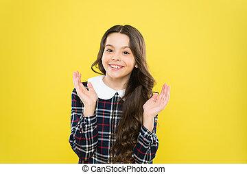 hosszú, boldog, uniform., concept., tarka, diáklány, psychology., érzelmi, hair., happy., leány, kölyök, gyermek, dress., gyerekek, ízléses, gyermekkor, portrait., elegáns, mosolygós, érzelmek, kifejezés, kicsi, igazságos, göndör
