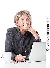 idősebb ember, laptop, nő, figyelmes