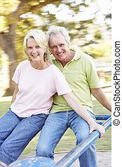 idősebb ember, lovaglás, párosít, liget, körforgalom