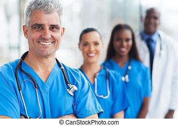 idősebb ember, orvos, orvosi sportcsapat