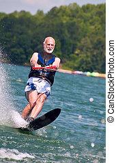 idősebb ember, waterskier